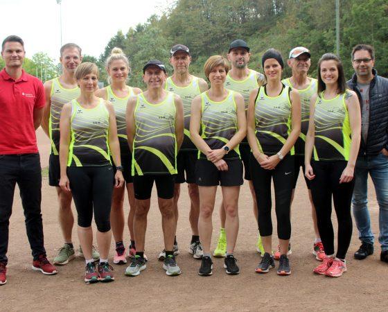 Lauf-Wettkampfteam geht mit neuen Shirts an den Start