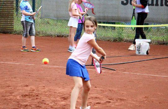 Tennis: Emilia & Anna mit Auftaktsieg