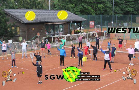 Tennis-Kids jagten mit Begeisterung dem Filzball hinterher