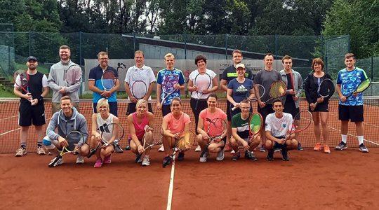 Fynn Sonnberg gewinnt Tennis-Schleifchenturnier